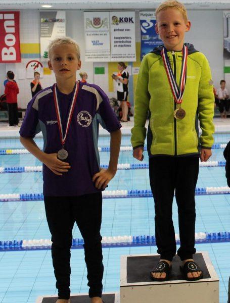 Minioren ZvZ zwemmen eerste wedstrijd in Genemuiden